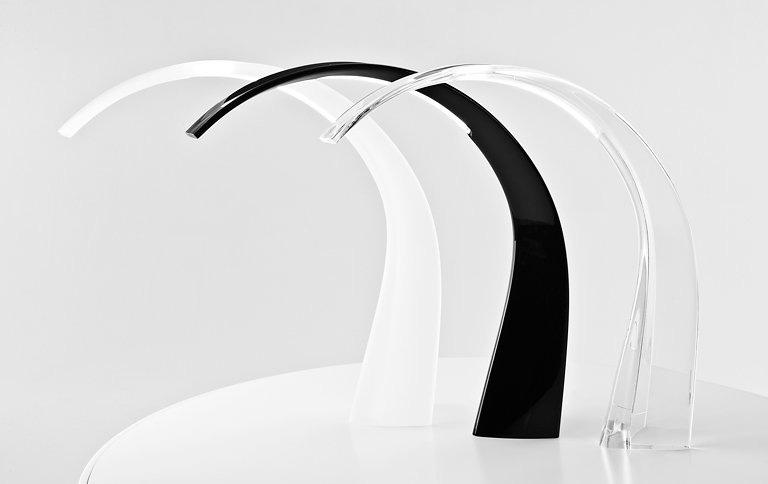 Matériaux : polycarbonate transparent ou coloré dans la masse.  Dimensions : H 57 cm, P 61 cm, L 15 cm. Coloris : Cristal, Blanc brillant et Noir brillant. Prix : Cristal, 249 € TTC. Autres, 316 € TTC.