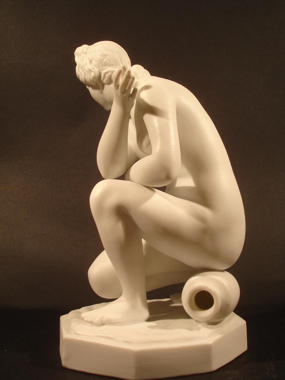 """""""Aphrodite."""" Date XIXe siècle. Dimension: 25 cm. Catalogue d'antiquités Olivier Berni Intérieurs"""