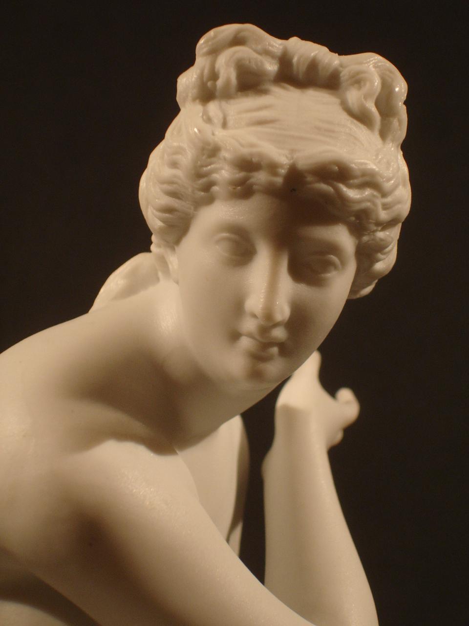 """""""Aphrodite."""" Détail. Date XIXe siècle. Dimension: 25 cm. Catalogue d'antiquités Olivier Berni Intérieurs"""