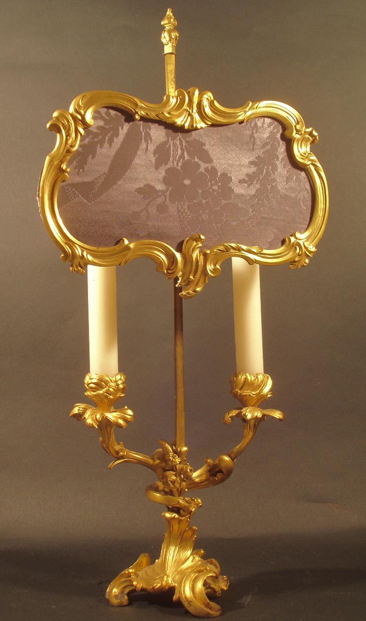 Lampe à poser à deux branches d'inspiration XVIIIe. XIXe siècle. Catalogue Olivier Berni Intérieurs