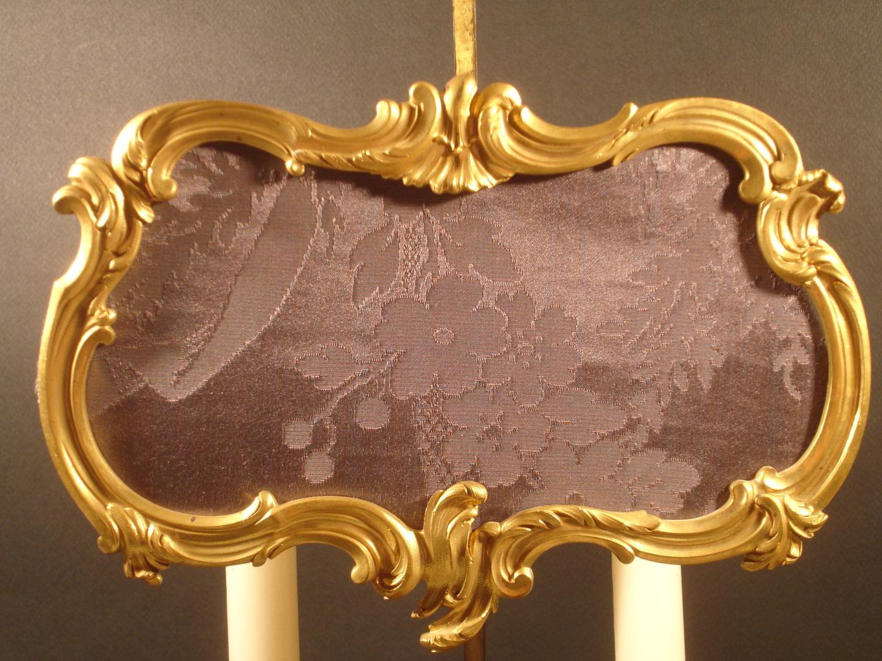 Lampe à poser à deux branches d'inspiration XVIIIe (détail). XIXe siècle. Catalogue Olivier Berni Intérieurs