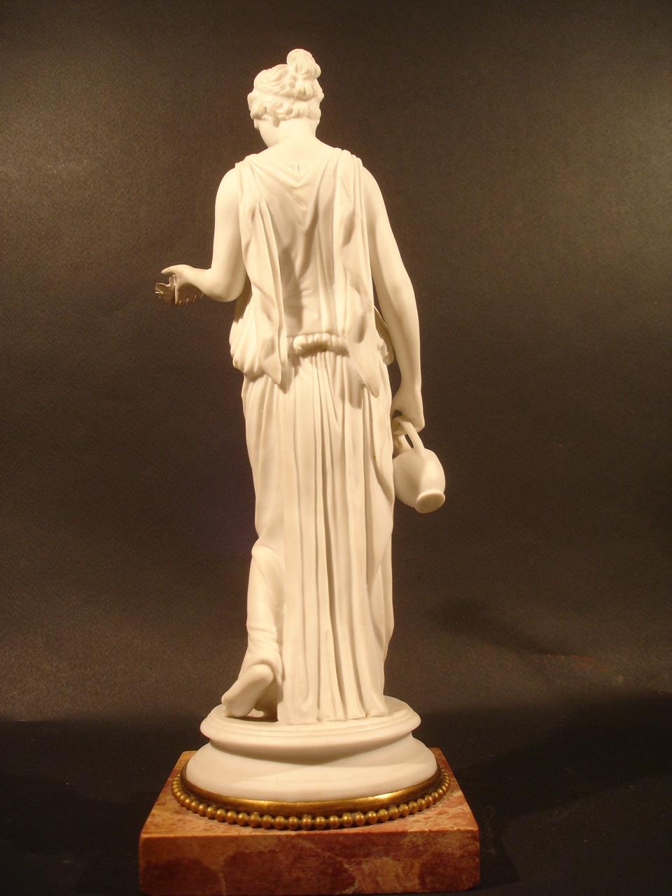 """""""Hébé."""" Vue de dos. Date : XIXe siècle. Dimension: H 30 cm. Catalogue d'antiquités Olivier Berni Intérieurs"""