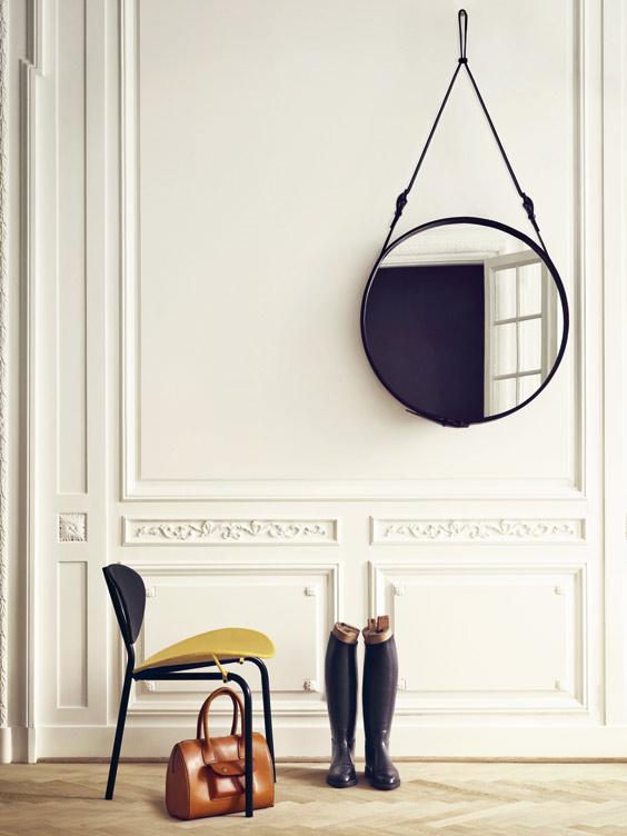 Matériaux : Verre et cuir. Dimensions : D 45 cm, 58 cm ou 70 cm. Coloris : Marron ou Noir. Prix : 539 €, 669 €, 879 € TTC