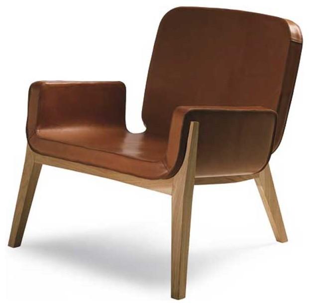 Matériaux : Chêne et cuir. Dimensions : H 77 cm, P 74 cm, L 82 cm. Coloris : Chêne naturel ou wengé. Prix : 2840 € TTC.