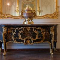 Arts décoratifs commode ébéniste Gaudreaus château de versailles
