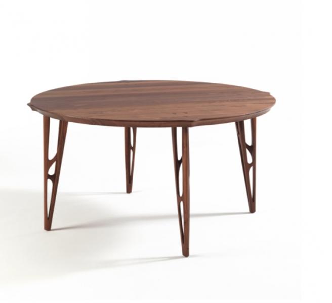 Matériaux : Chêne ou noyer. Dimensions : D 100 à 140 cm. Coloris : Chêne ou noyer. Prix : A partir de 3798 € TTC.